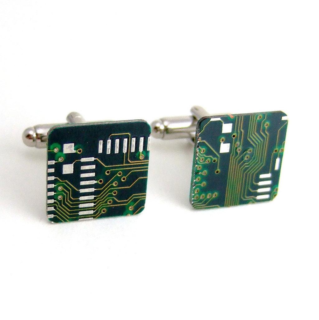 Techy-grooms-circuit-board-cuff-links.full