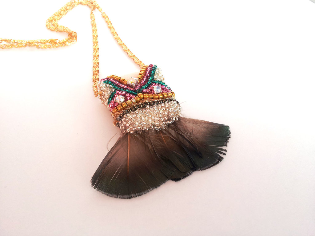 Tribal-wedding-necklace-with-feathers.full
