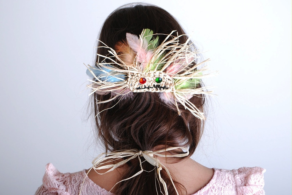 Tribal-inspired-feather-wedding-hair-accessory.full