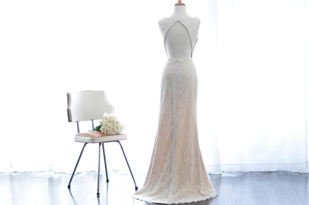 Keyhole back wedding dress ivory lace for Wedding dress with keyhole back