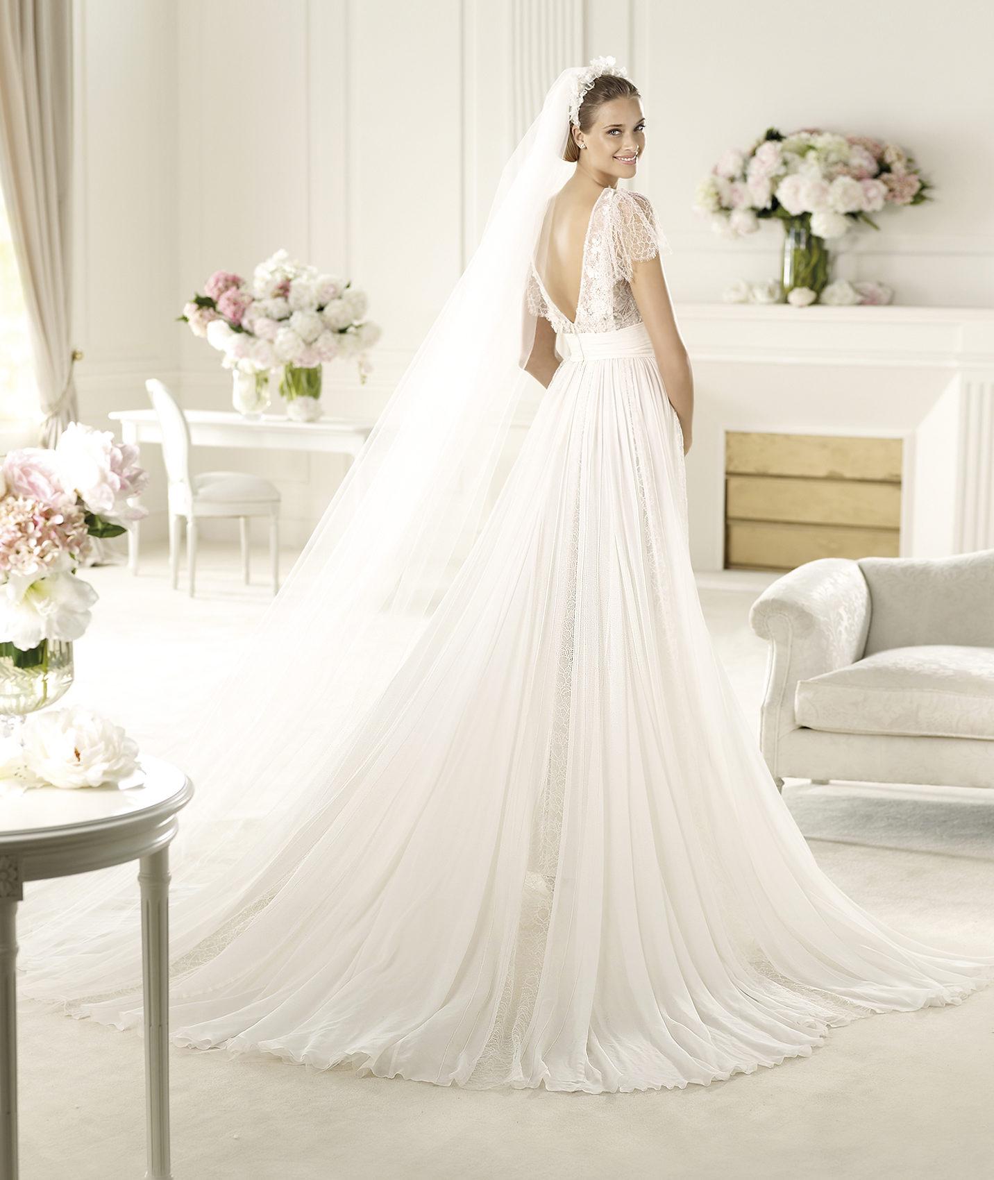 2013 elie saab wedding dress lorraine for Elie saab wedding dress for sale