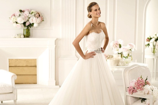 2013 wedding dress with feather embellished bodice Primor