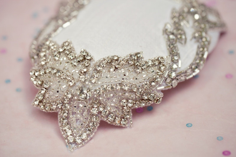 Vintage-inspired-mini-wedding-hat-with-crystals.full