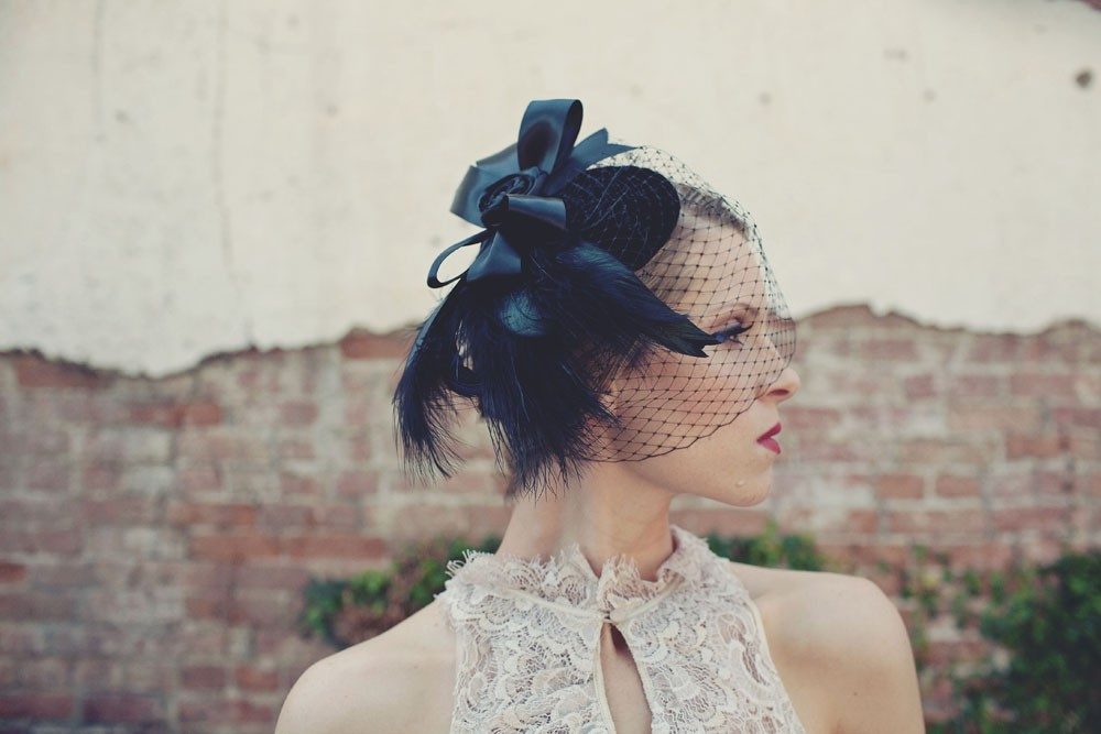 Black-net-wedding-hat-for-bridesmaids-with-feathers.full