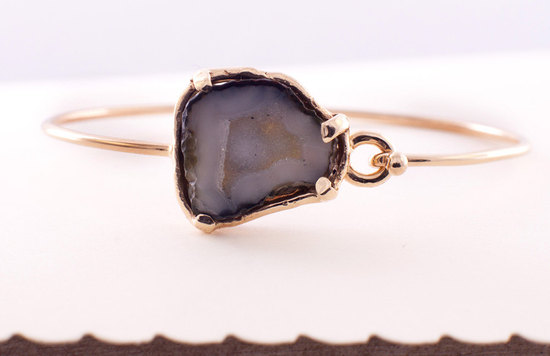 Gold bridal bracelet with geode purple stome