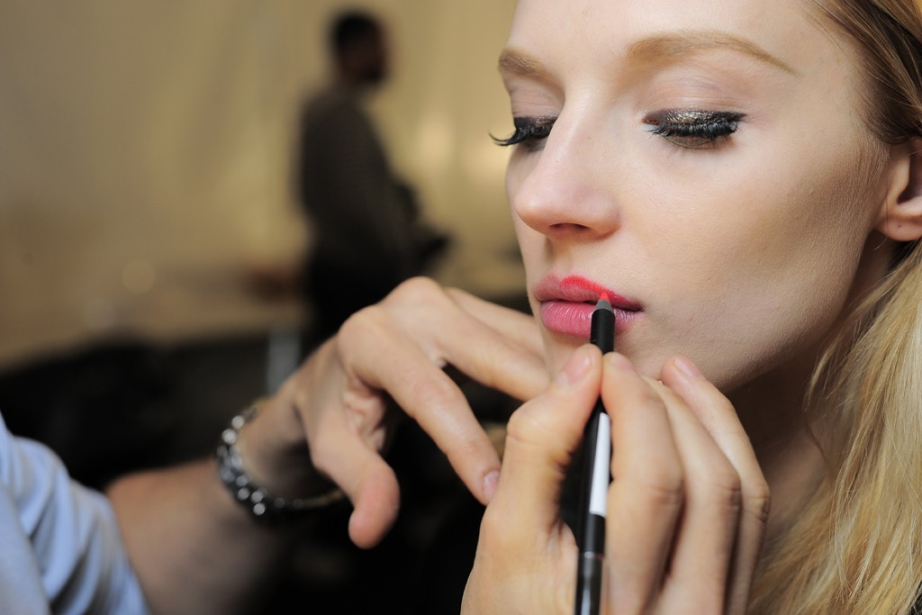 Gilded-charcoal-eyes-bright-lips-wedding-makeup-inspiration-from-badgley-mischka.full
