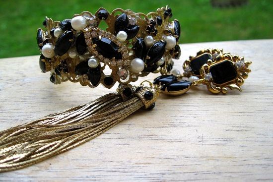 Gold black and pearl vintage inspired wedding jewelry