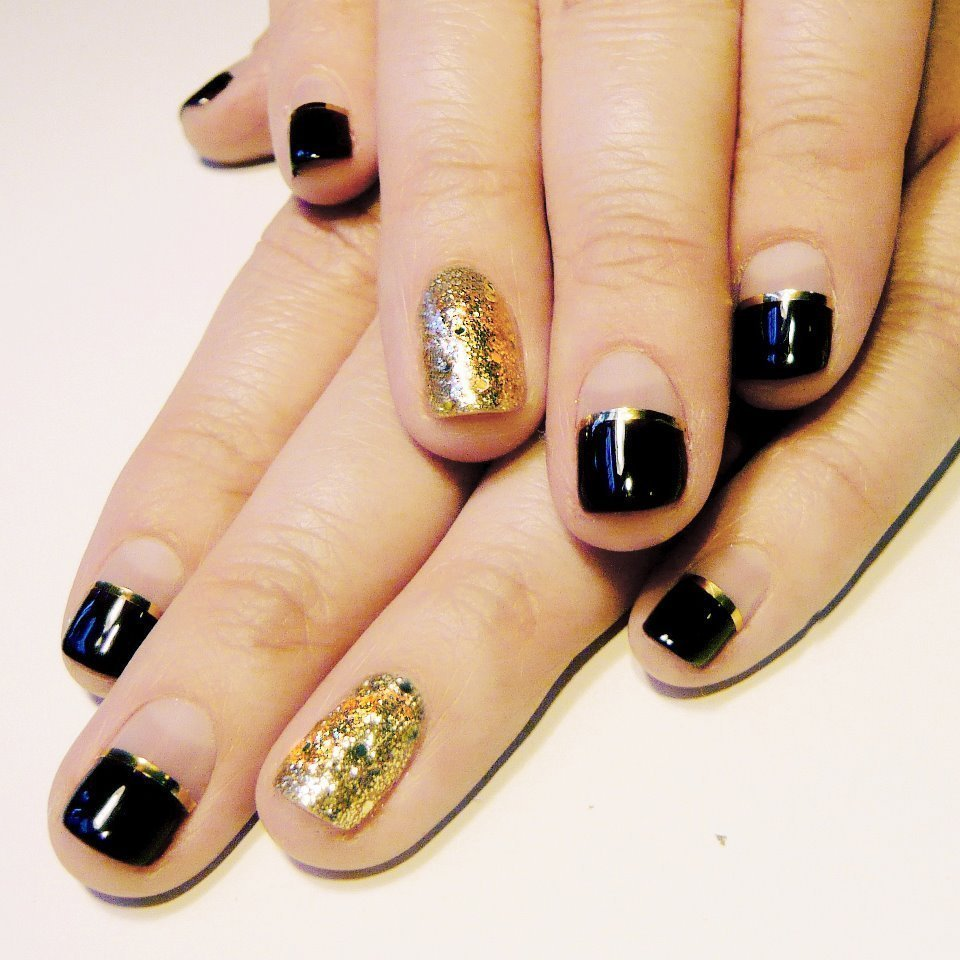 Manicure-nail-art-v-files-black-and-gold.full