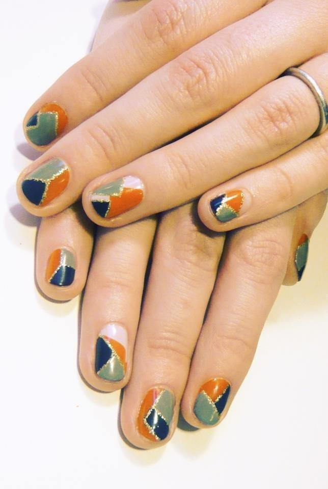 Manicure-nail-art-v-files-geometric-blue-and-orange.full