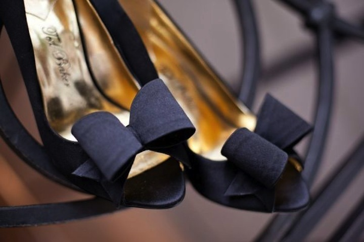 Elegant-black-wedding-shoes-with-bows.full