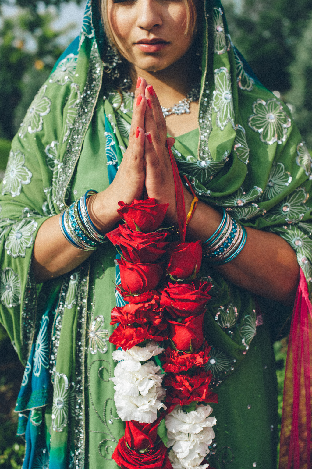 Indian-wedding-attendant-prays-at-ceremony.full