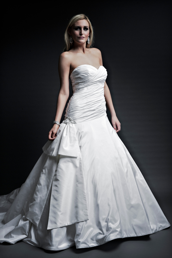 2013 wedding dresses designer Angel Rivera Victoria Collection evelyn front