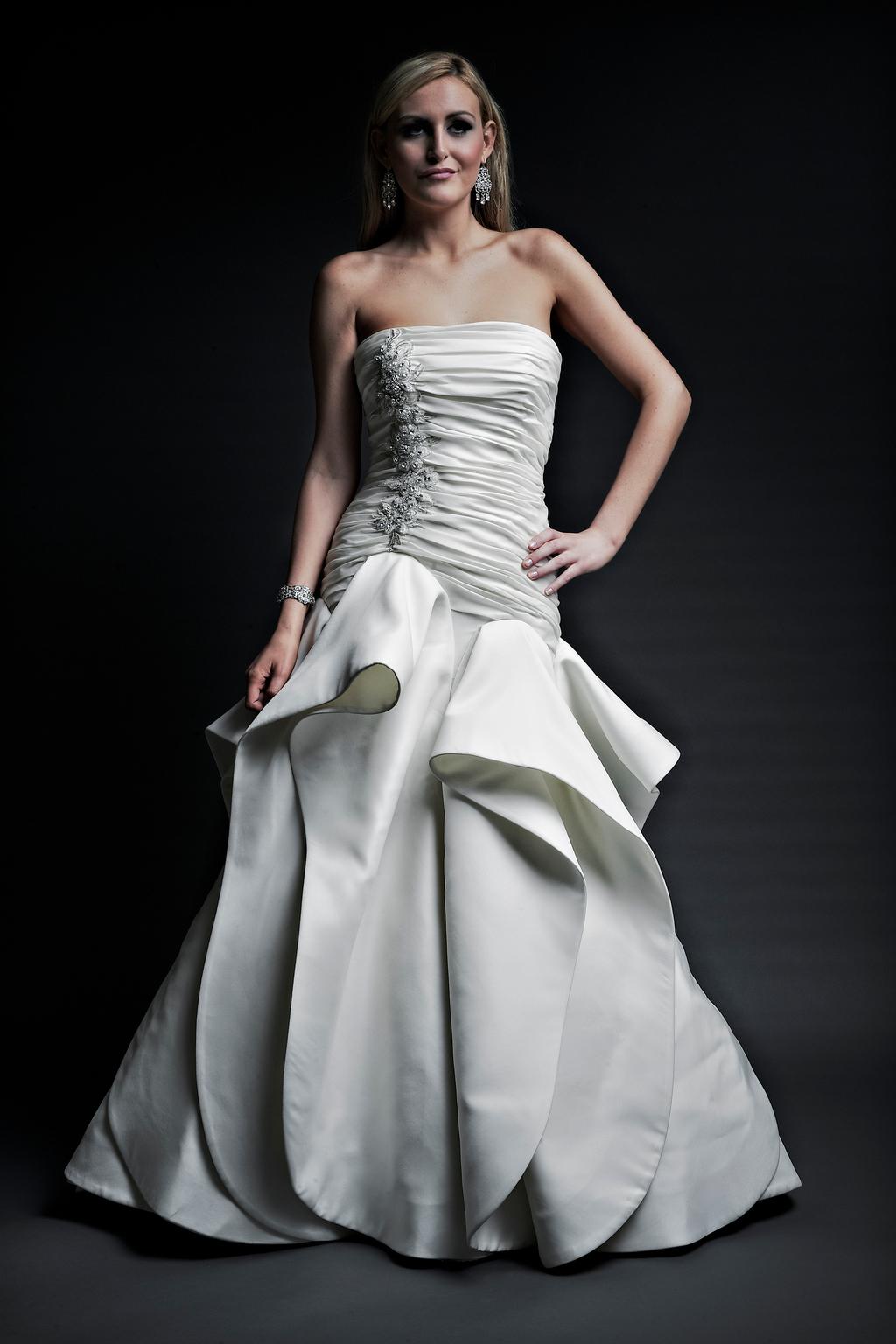 2013-wedding-dresses-designer-angel-rivera-victoria-collection-lilliana_front.full