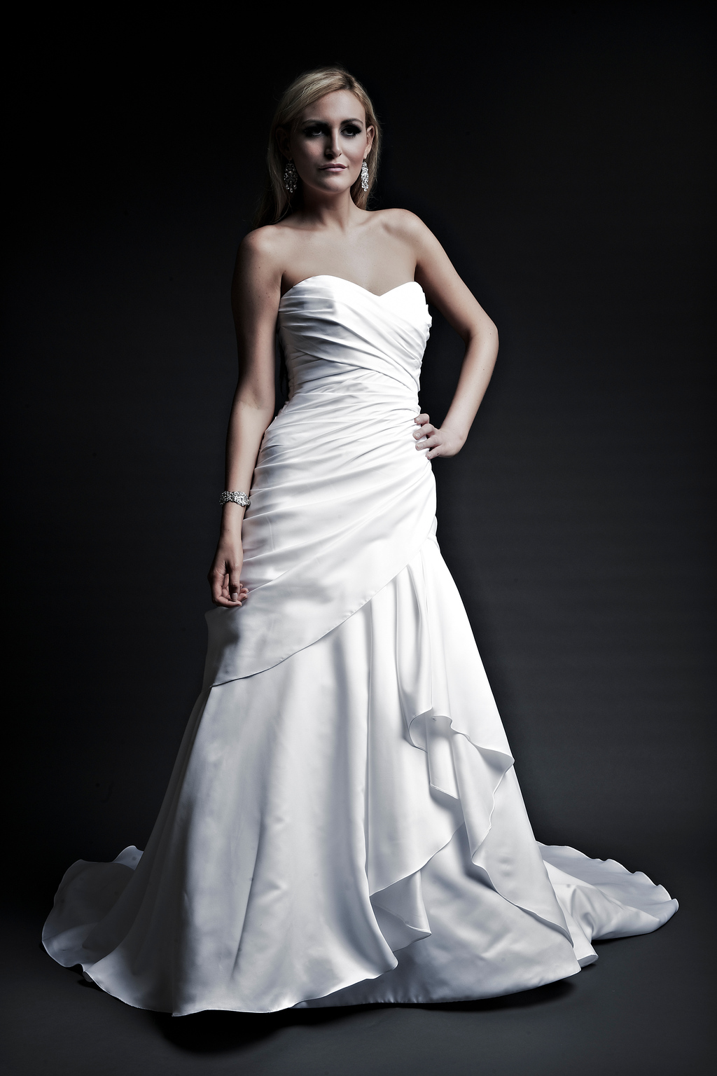 2013-wedding-dresses-designer-angel-rivera-victoria-collection-michelle_front.full