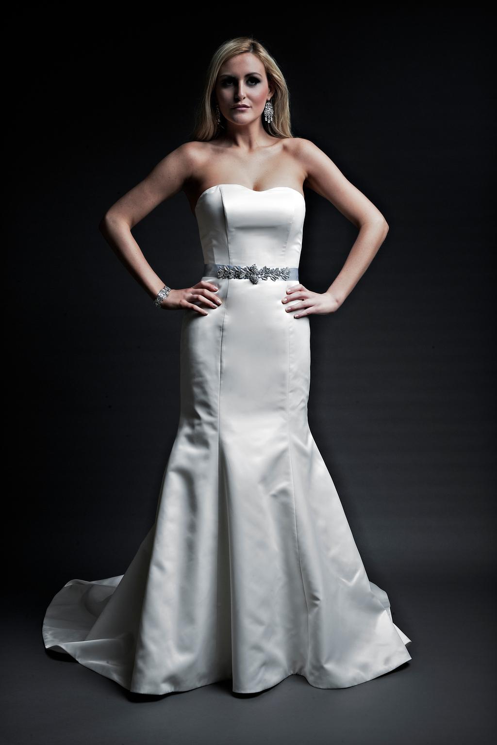2013-wedding-dresses-designer-angel-rivera-victoria-collection-sarah_front.full