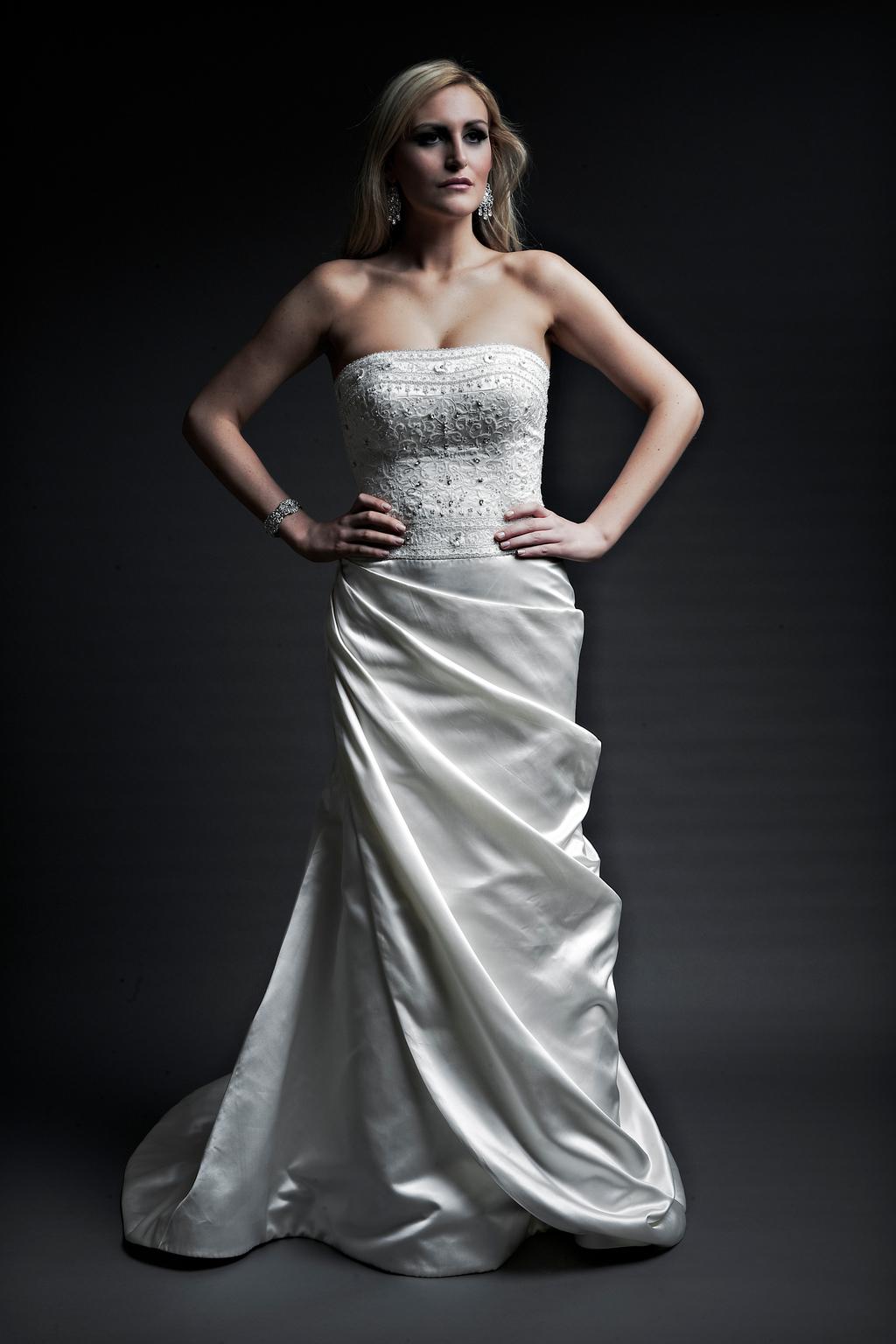 2013-wedding-dresses-designer-angel-rivera-victoria-collection-victoria_front.full