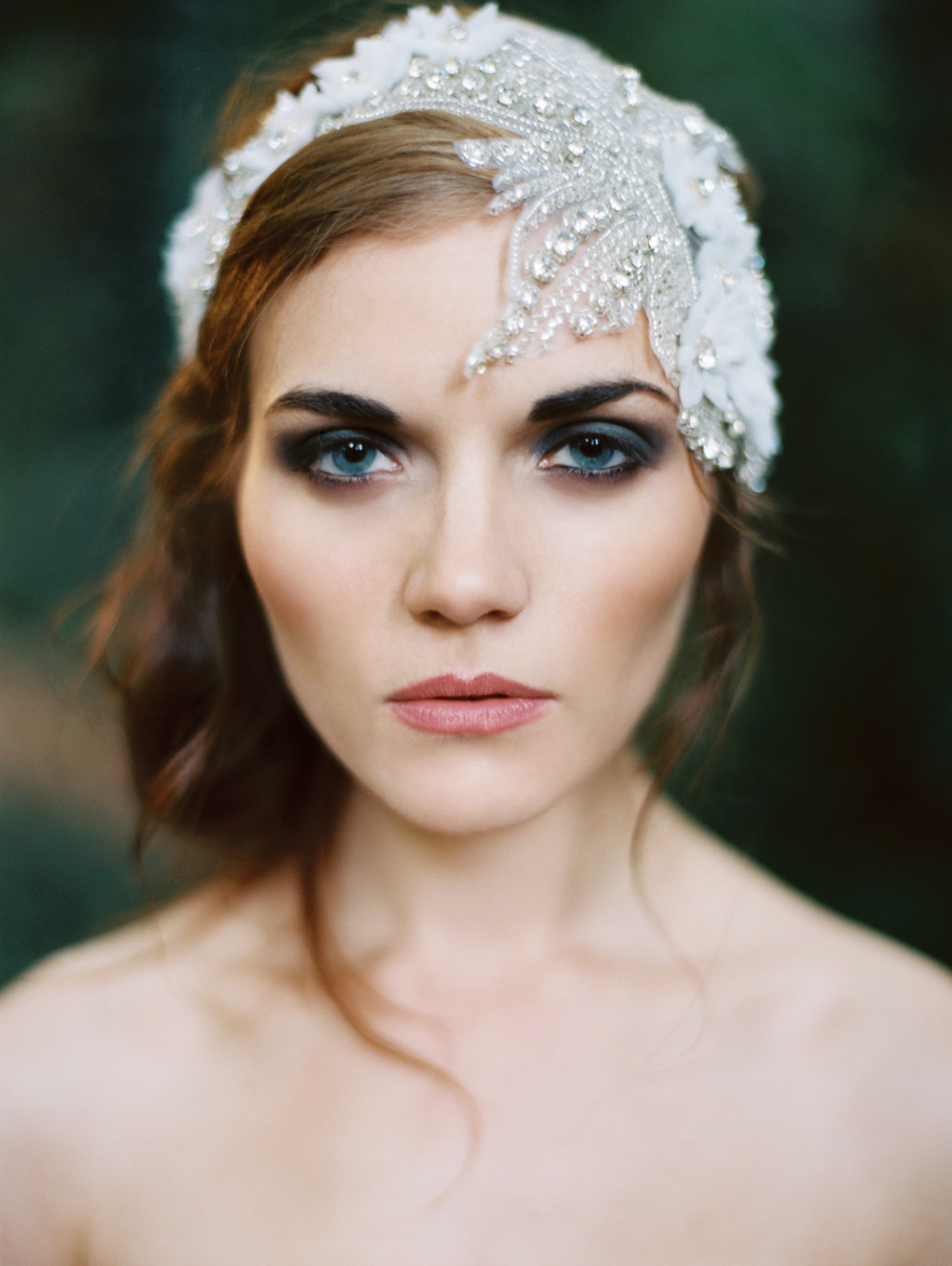 Smoky-eyes-and-a-vintage-inspired-bridal-headpiece.full