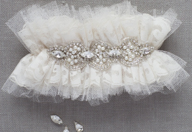 Ivory-tulle-wedding-garters-with-crystals.full
