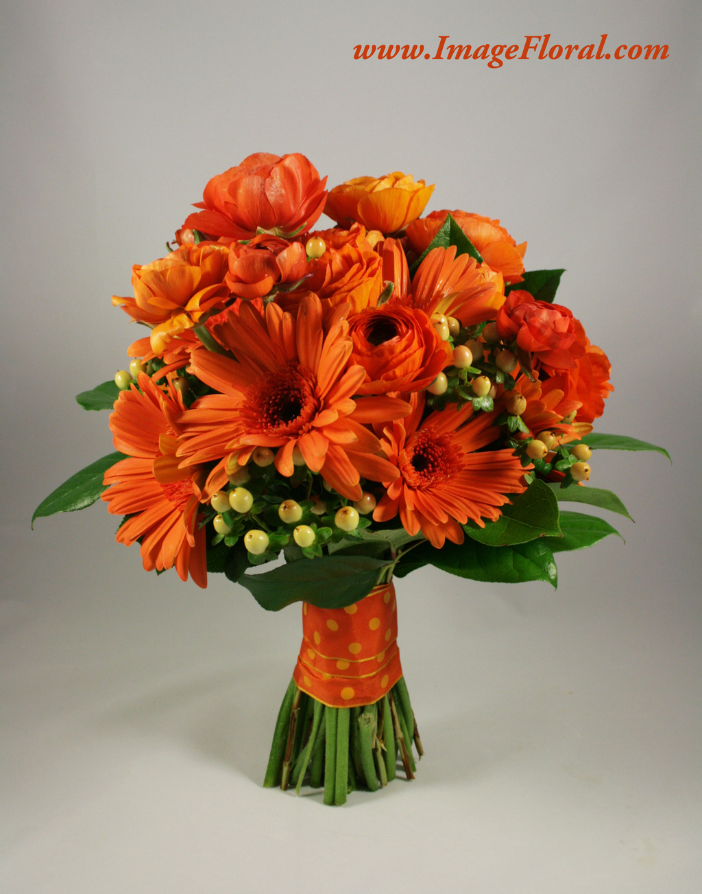 Orange%20gerbera%20ranunculus%20berries%20bouquet.full