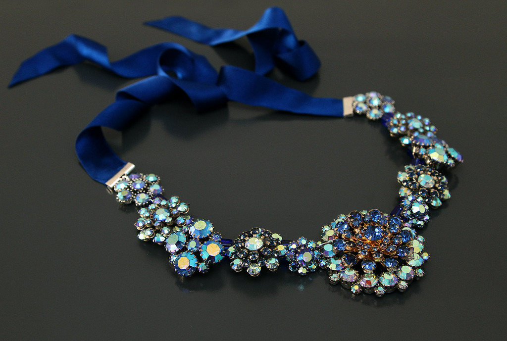 Wedding-necklace-for-the-brides-something-blue.full