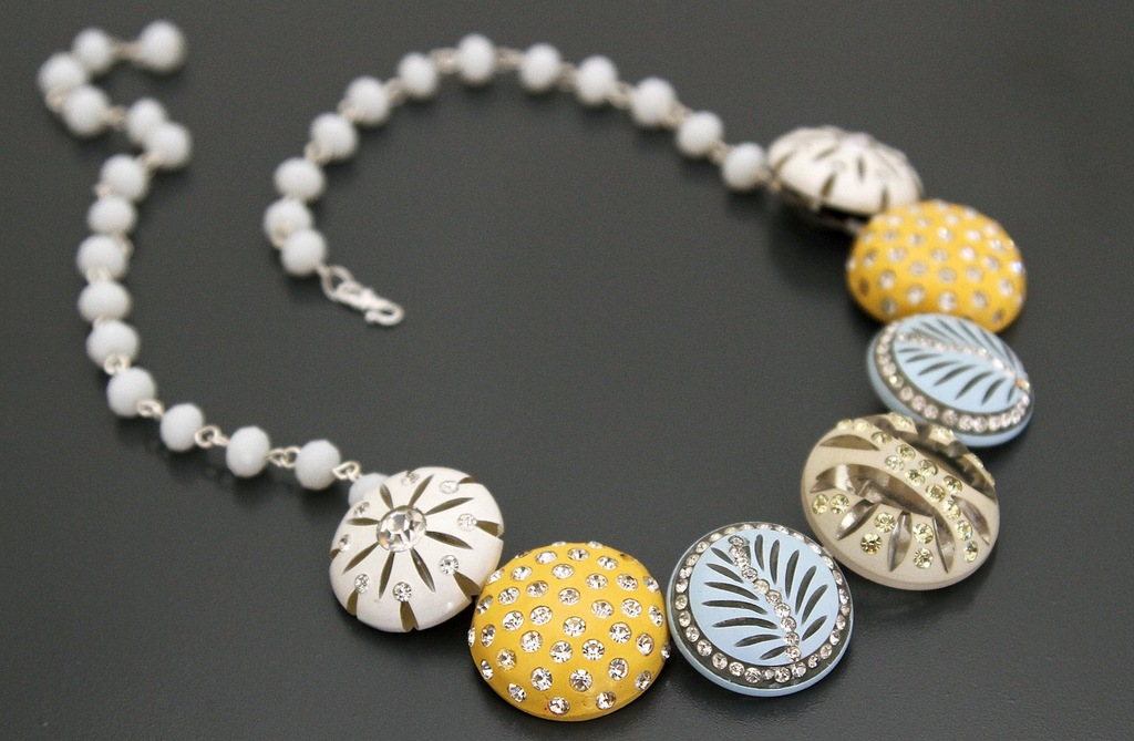 Beach-wedding-necklace-with-pastel-something-blue.full