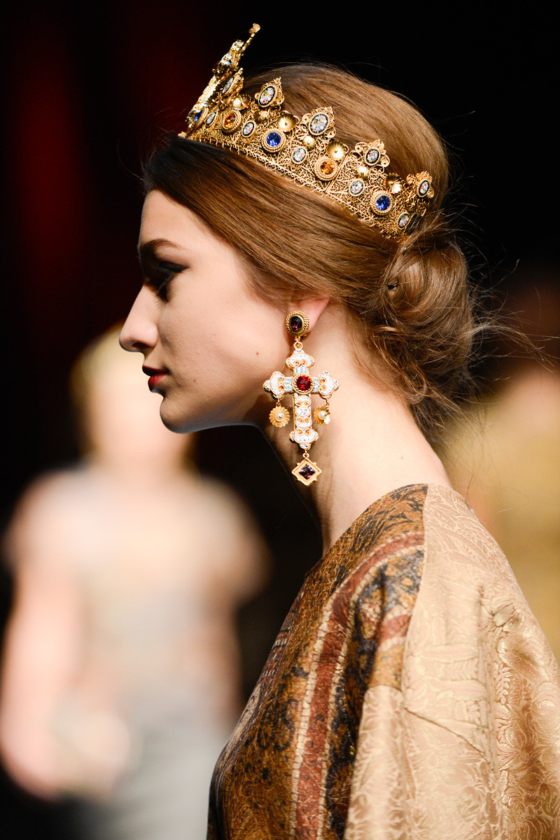 Embellished-gold-crown-at-dolce-and-gabbana.full