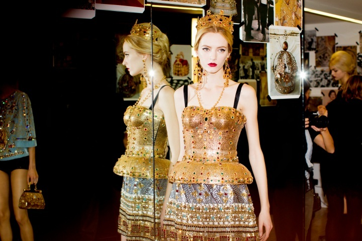 Dolce-and-gabbana-rtw-fw2013-candids-16_172016165384.jpg_carousel_parties.full