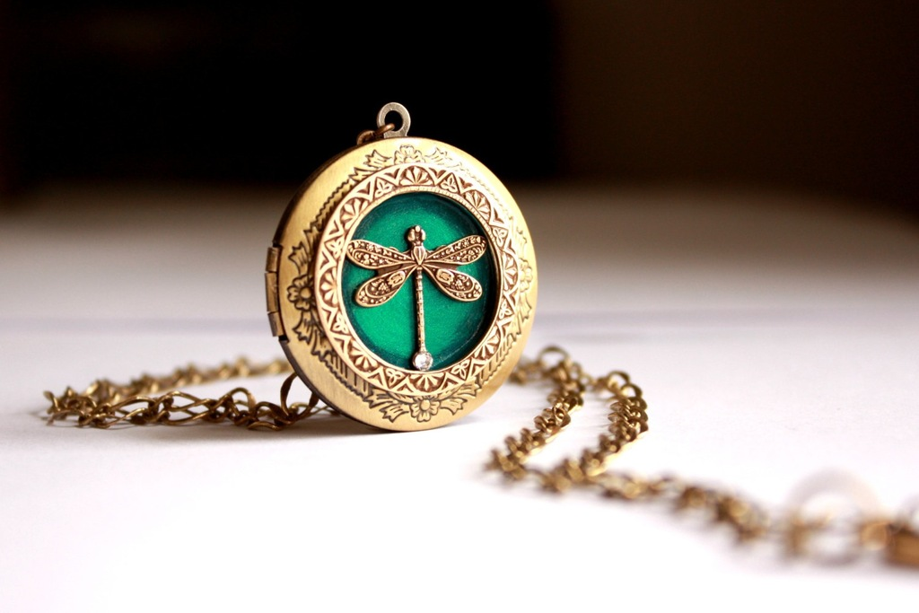 Vintage-bridal-locket-gold-and-emerald-green.full