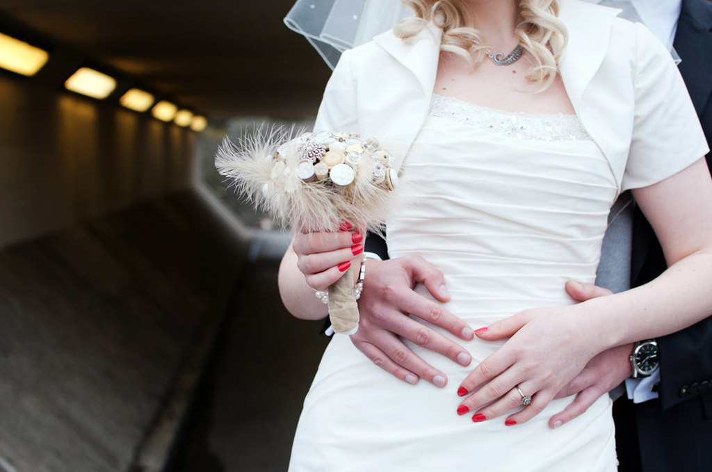 Simple-button-bouquet-with-feathers.full