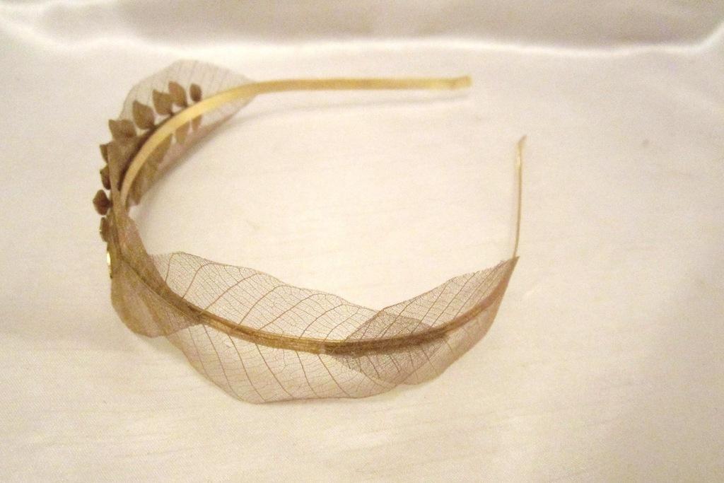 Delicate-gold-leaf-wedding-headband.full