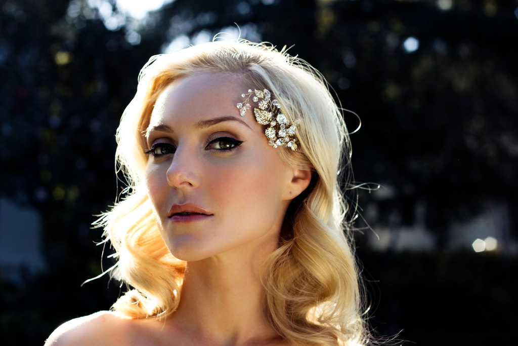 Gold-and-crystal-wedding-hair-comb-retro-waves.full
