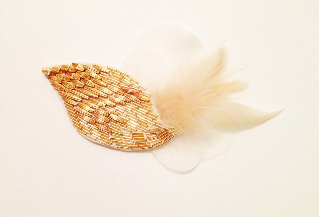Gold-wedding-hair-accessory-with-cream-feathers.full