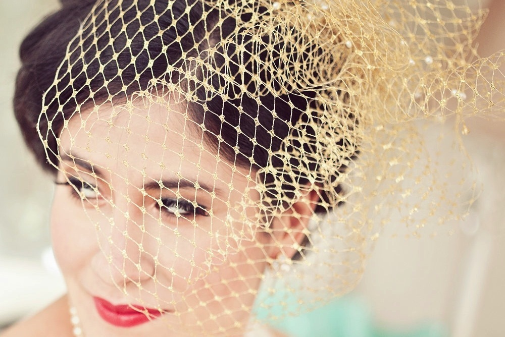 Glamorous-gold-birdcage-wedding-veil.full