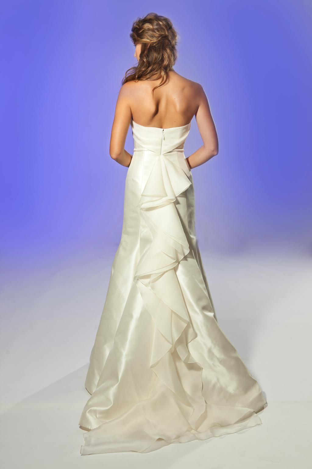 2013-wedding-dress-designer-junko-yoshioka-jemma-3.full