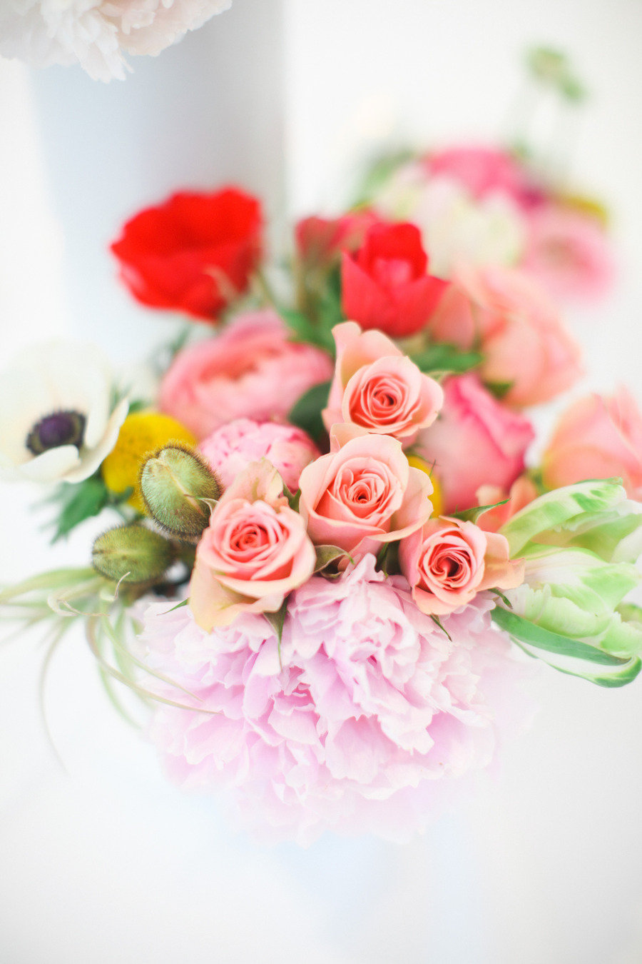 Romantic-wedding-color-palette-with-peach-red-lilac-green.full