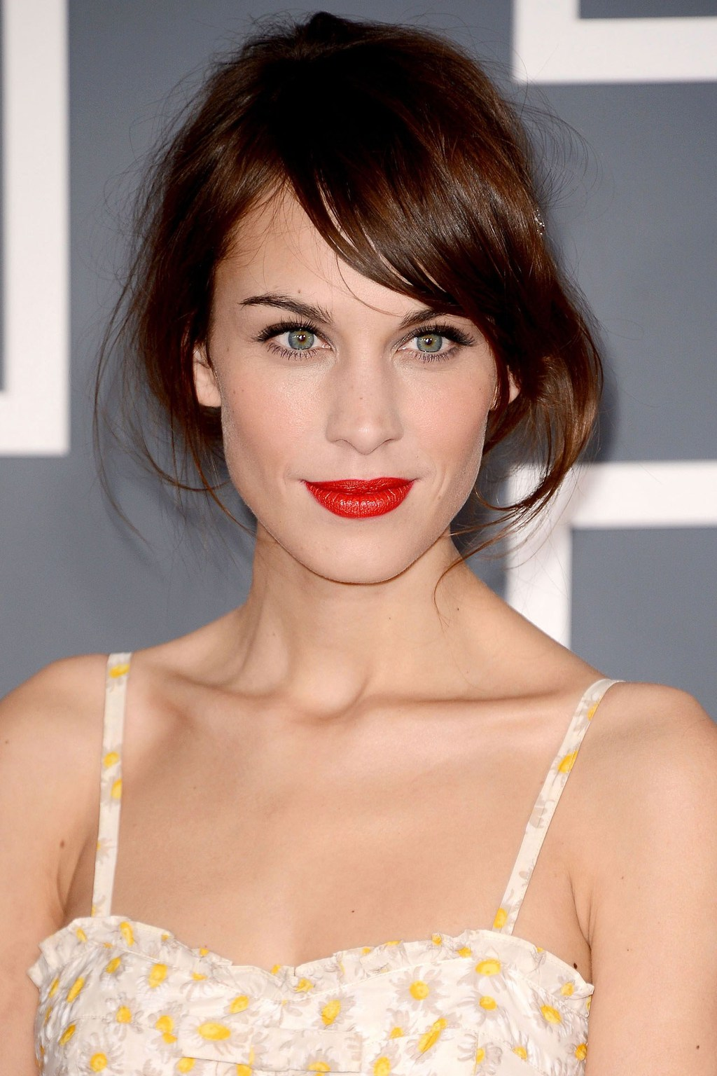 Bright-red-lips-wedding-makeup-inspiration.full
