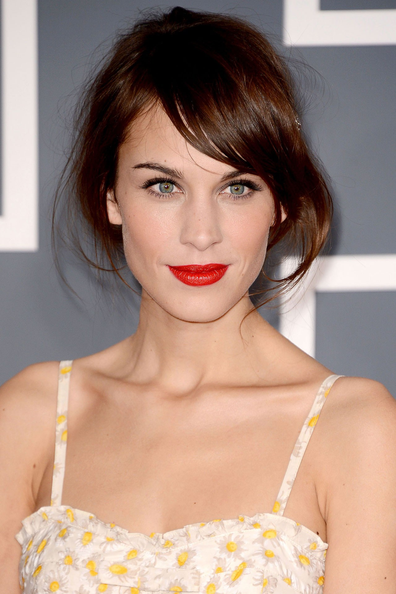 Bright-red-lips-wedding-makeup-inspiration.original