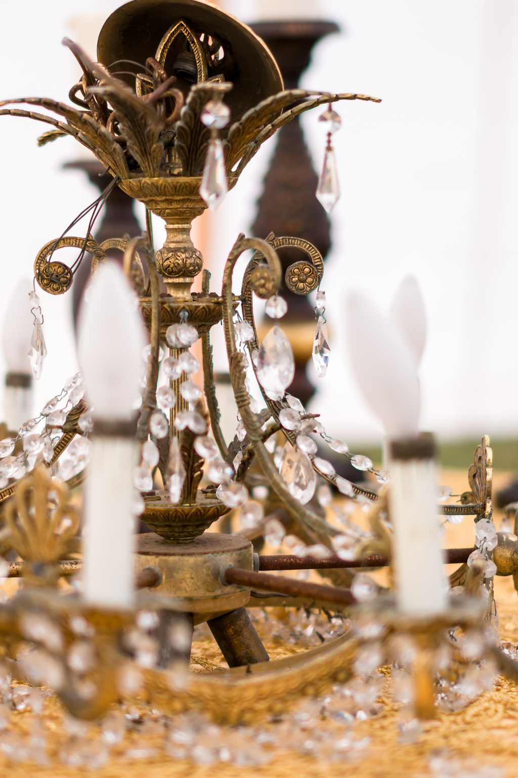 Vintage-candelabra-chandelier-for-wedding-reception.full