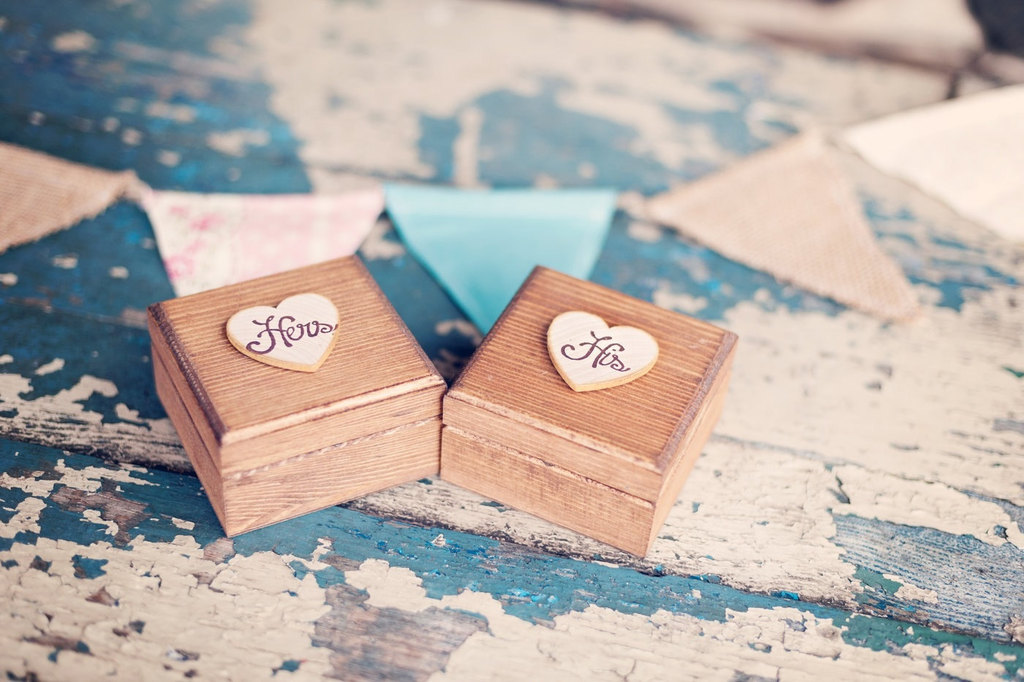 His-and-hers-wooden-wedding-boxes.full