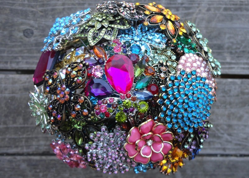 Colorful-wedding-bouquet-of-vintage-brooches.full