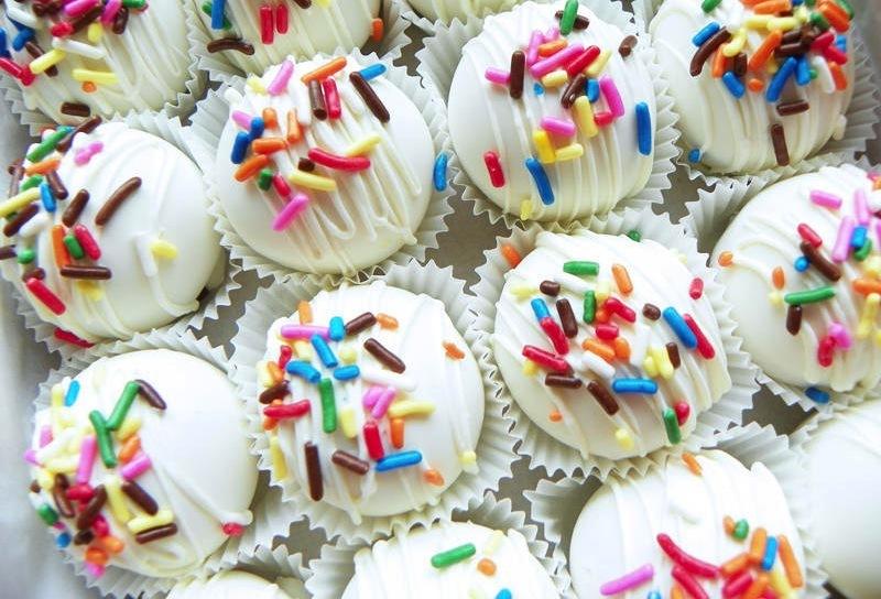 Wedding-sweets-colorful-cake-bites.full