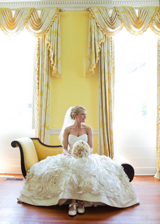 Classic-bride-in-elegant-venue