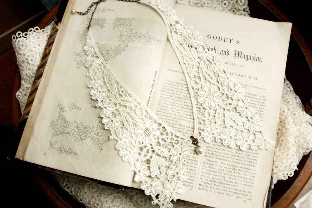 Vintage-lace-peter-pan-wedding-necklace.full