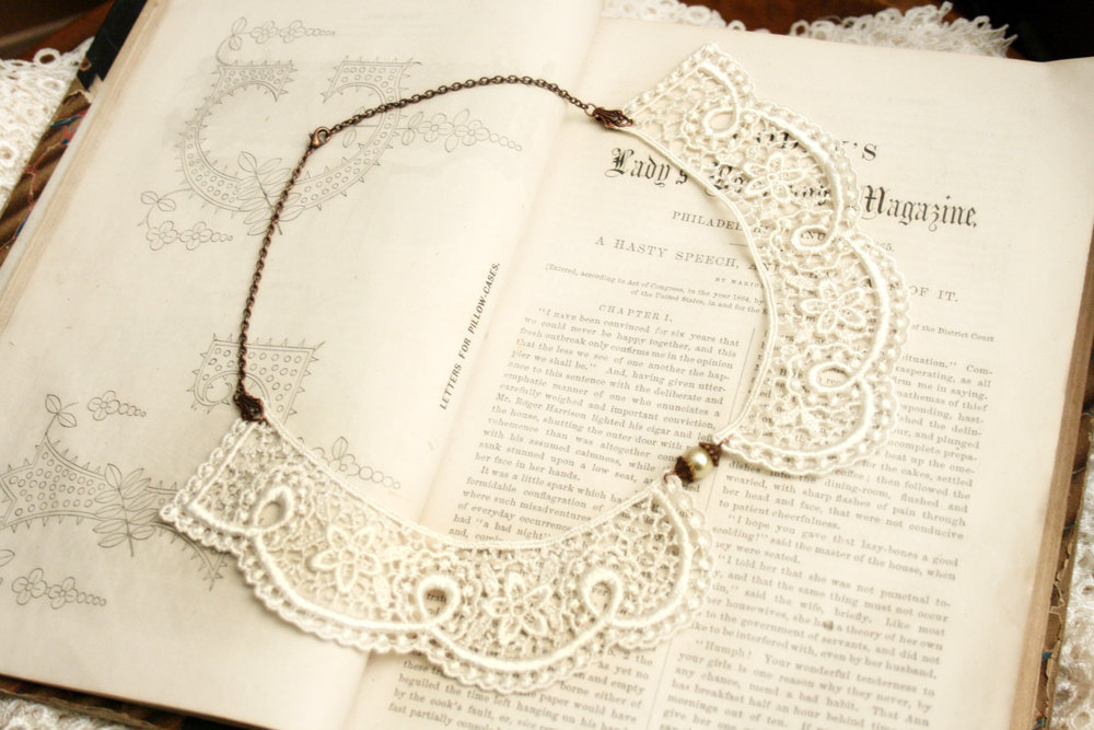 Chantilly-lace-peter-pan-wedding-necklace.full