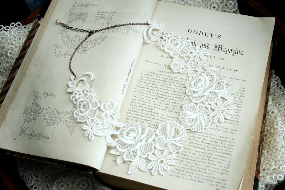Delicate-ivory-lace-wedding-collar-necklace.full