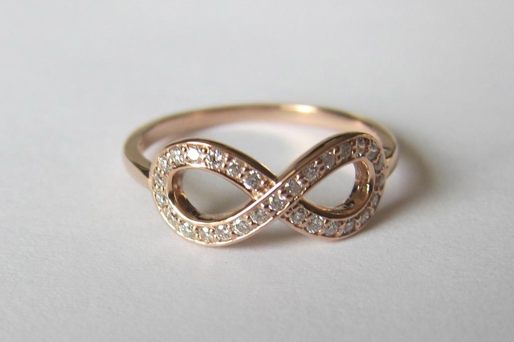 gold and diamond infinity wedding ring
