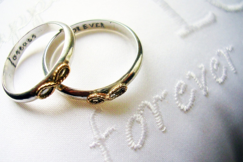 Engraved-wedding-bands-with-infinity-knot.full