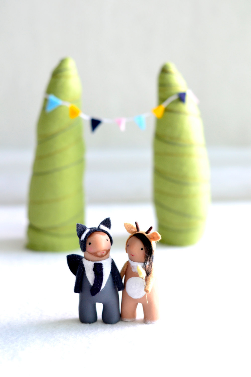 Cute-custom-wedding-cake-toppers-by-royalmint-3.full