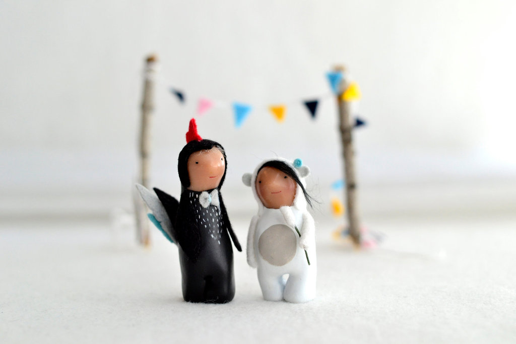 Cute-custom-wedding-cake-toppers-by-royalmint-2.full