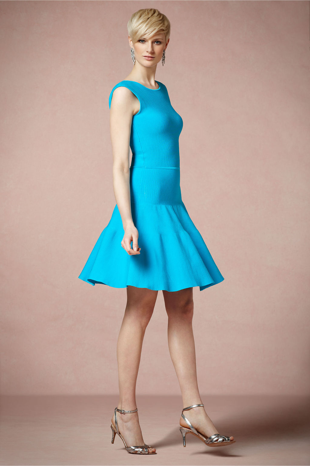 Flouncy-turquoise-bridesmaid-dress-with-halter-neckline.full